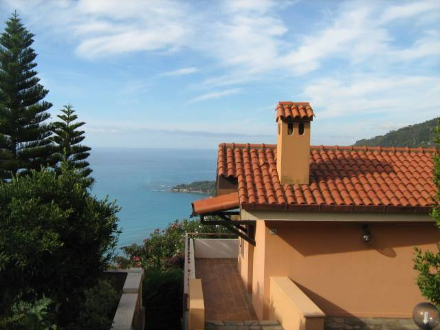 VILLE, VENTIMIGLIA, Semi detached house for sale of 130 Sq. mt., Habitable, Heating Individual heating system, Energetic class: E, Epi: 56,23 kwh/m2