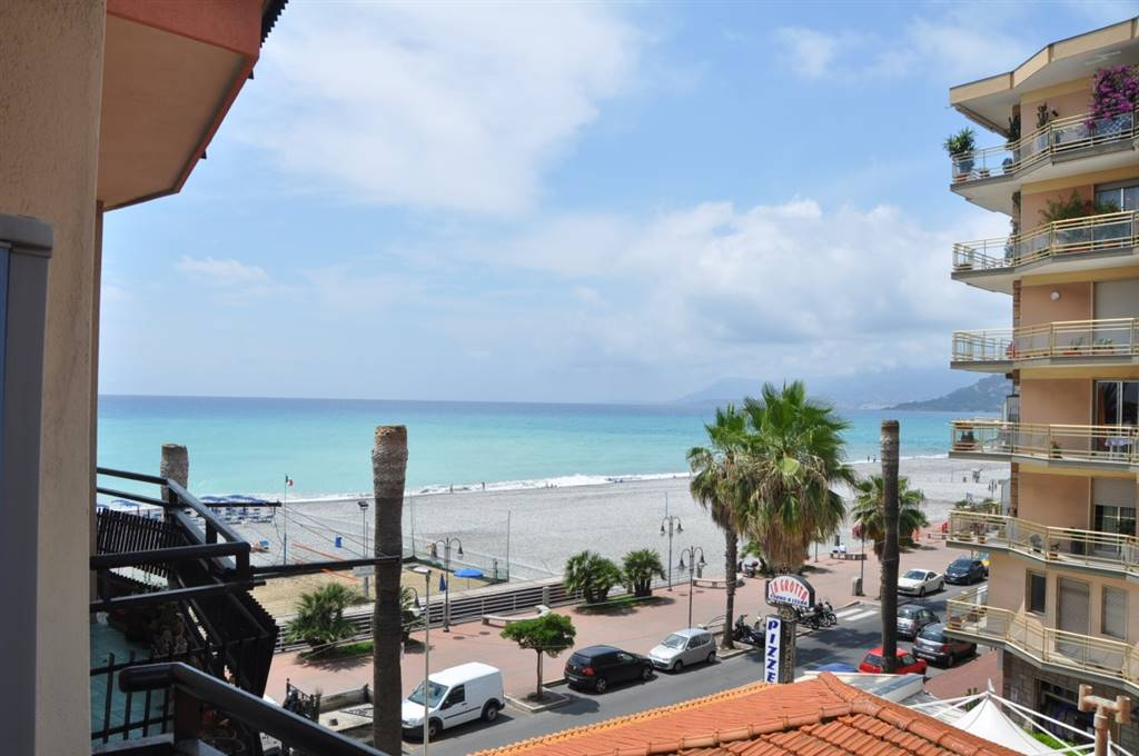 VENTIMIGLIA, Apartment for rent of 60 Sq. mt., Heating Centralized, Energetic class: G, placed at 3°, composed by: 4 Rooms, Separate kitchen, , 1