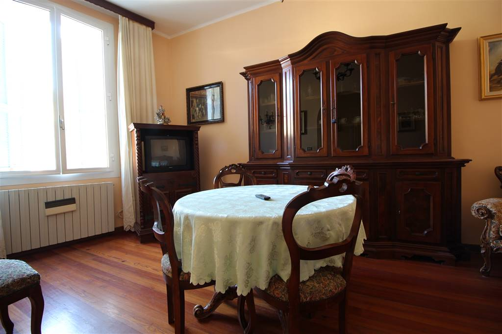 VENTIMIGLIA, Apartment for rent of 110 Sq. mt., Good condition, Heating Individual heating system, Energetic class: G, placed at 1°, composed by: 6