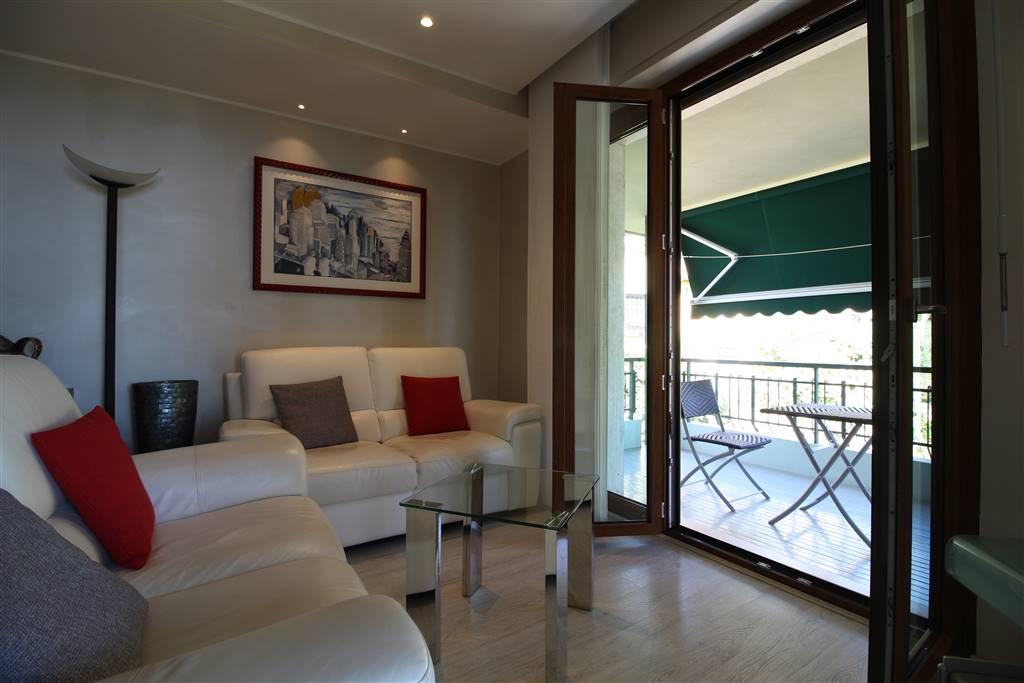 VENTIMIGLIA, Wohnung zu verkaufen von 80 Qm, Beste ausstattung, Heizung Zentralisiert, am boden 2°, zusammengestellt von: 4 Raume, Kuchen, , 2 Zimmer,