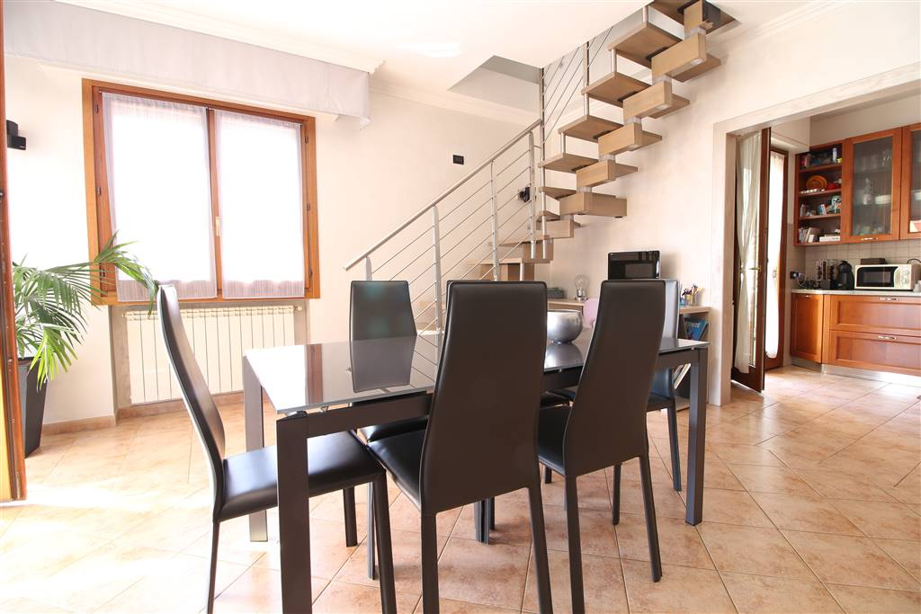 SAN BERNARDO, VENTIMIGLIA, Apartment for sale of 140 Sq. mt., Restored, Heating Individual heating system, composed by: 6 Rooms, Show cooking, , 4