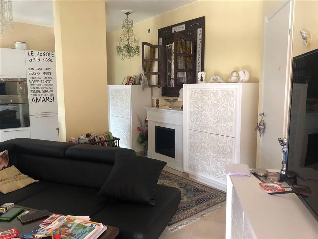 VENTIMIGLIA, Wohnung zu verkaufen von 161 Qm, Renoviert, Heizung Zentralisiert, Energie-klasse: G, am boden 6°, zusammengestellt von: 6 Raume,