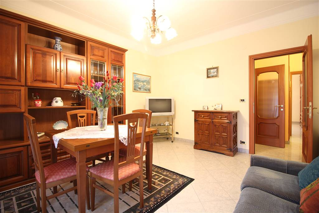 VENTIMIGLIA, Apartment for sale of 96 Sq. mt., Good condition, Heating Individual heating system, Energetic class: G, placed at 3°, composed by: 5