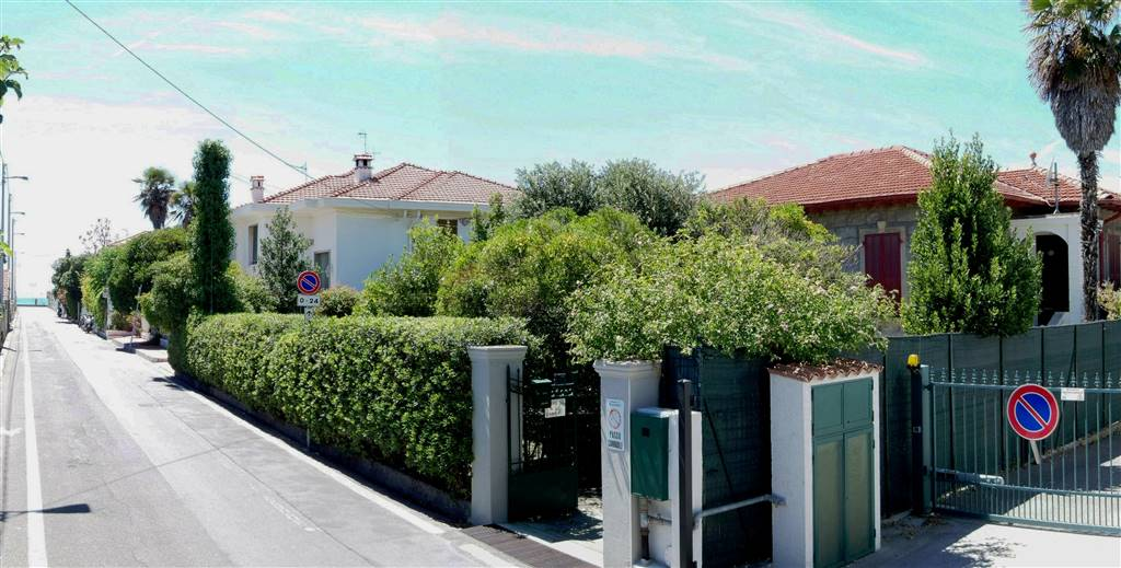 VALLECROSIA, Einzelhaus zu verkaufen von 130 Qm, Bewohnbar, Heizung Unabhaengig, Energie-klasse: G, am boden Angehoben, zusammengestellt von: 4 Raume,