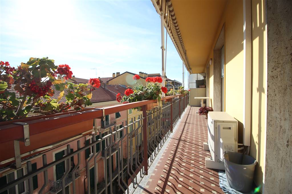 CENTRO, VENTIMIGLIA, Penthouse for sale of 105 Sq. mt., Good condition, Heating Centralized, placed at 5°, composed by: 5 Rooms, Separate kitchen, ,