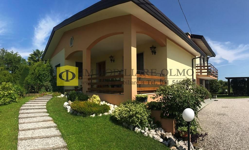 Soluzione Indipendente in vendita a Salzano, 5 locali, prezzo € 250.000 | CambioCasa.it