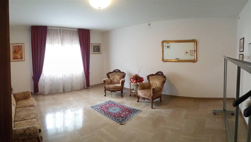 Villa Bifamiliare in vendita a Salzano, 7 locali, prezzo € 199.000   CambioCasa.it
