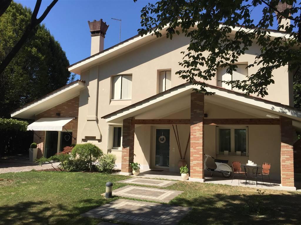 Villa in vendita a Salzano, 8 locali, prezzo € 550.000 | CambioCasa.it