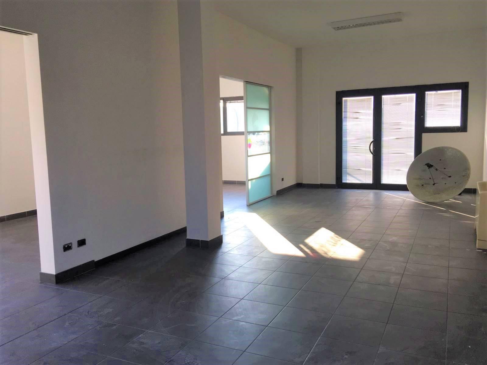Ufficio / Studio in affitto a Martellago, 4 locali, zona Zona: Maerne, prezzo € 1.650 | CambioCasa.it