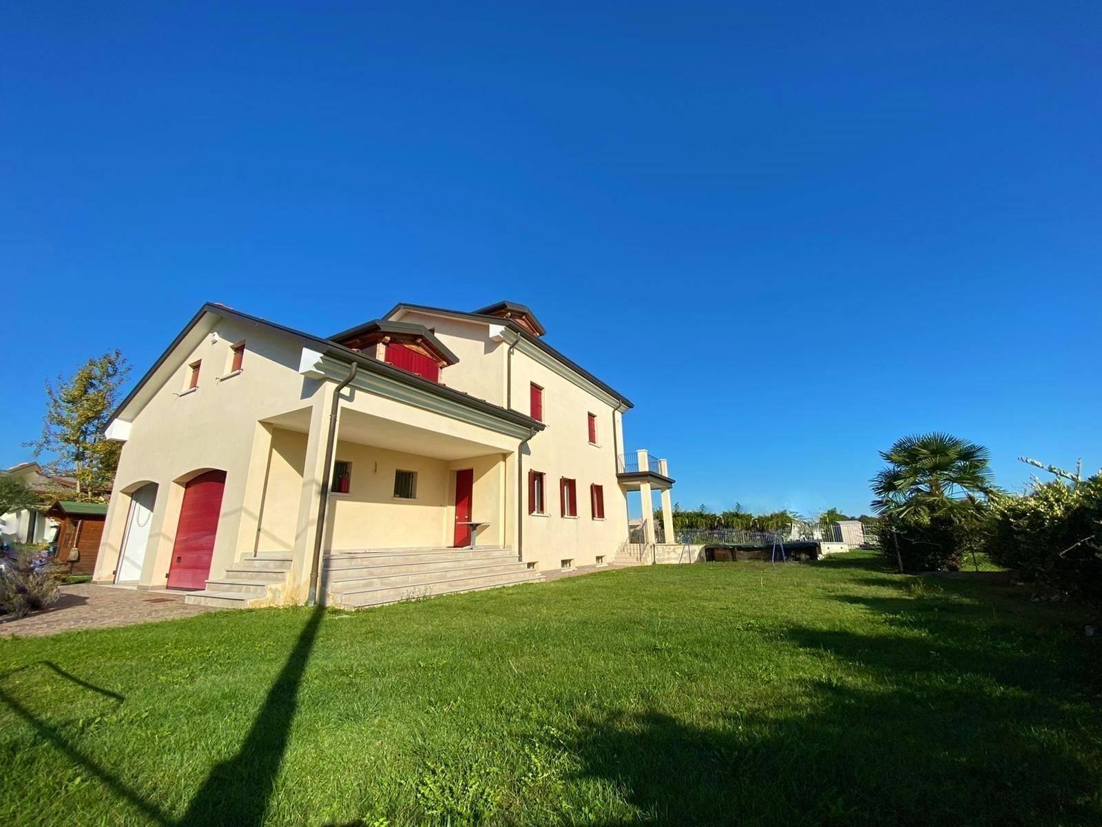 Villa in vendita a Venezia, 12 locali, zona Zona: 13 . Zelarino, prezzo € 478.000 | CambioCasa.it