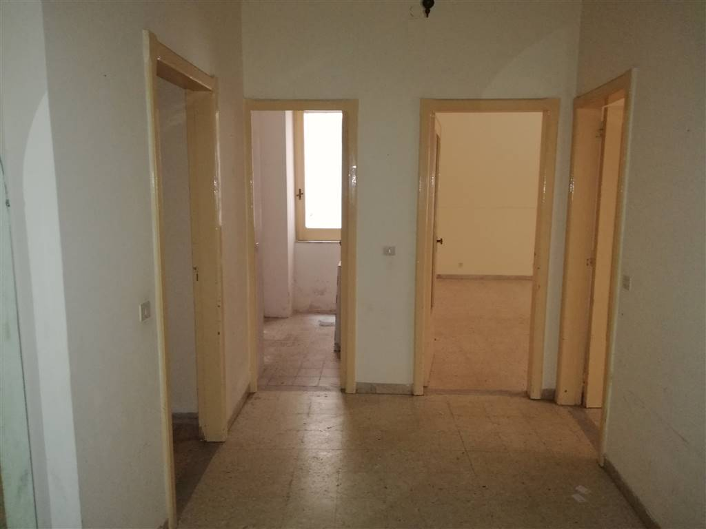 Appartamento in vendita a Reggio Calabria, 5 locali, zona Zona: Viale Europa, prezzo € 60.000 | CambioCasa.it