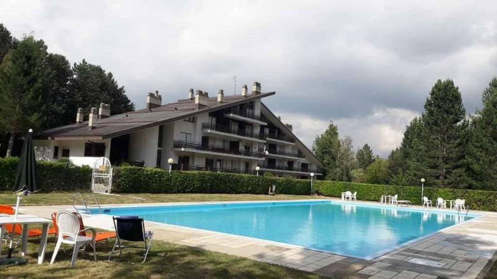 Appartamento in affitto a Spezzano della Sila, 3 locali, zona Zona: Camigliatello Silano, prezzo € 400   CambioCasa.it