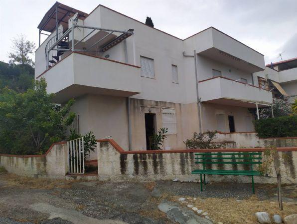 Appartamento in vendita a Palizzi, 3 locali, zona Zona: Palizzi Marina, prezzo € 50.000 | CambioCasa.it