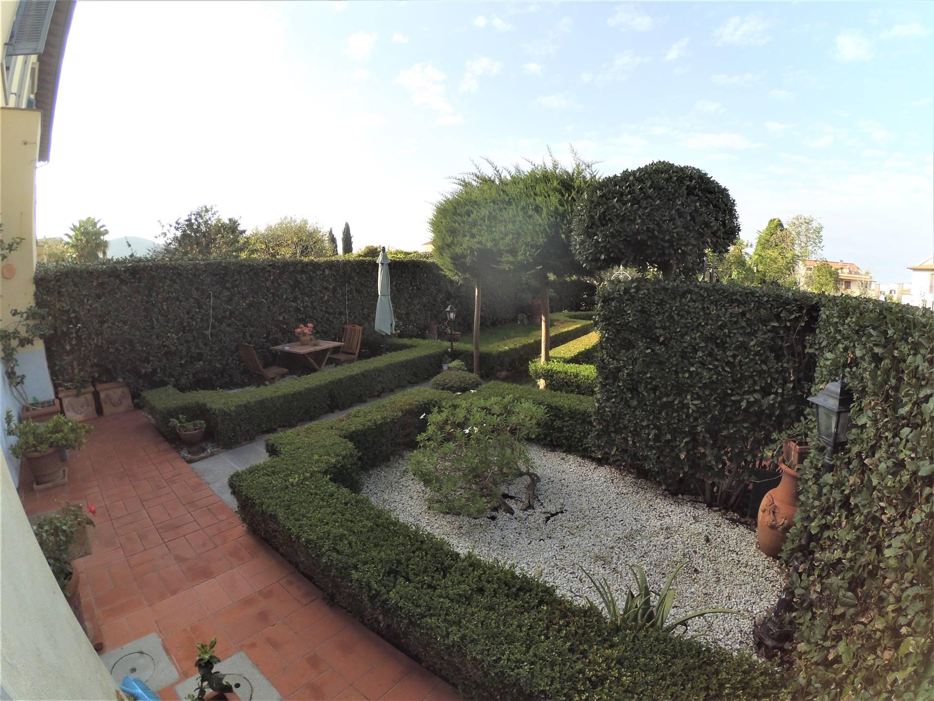 giardino davanti