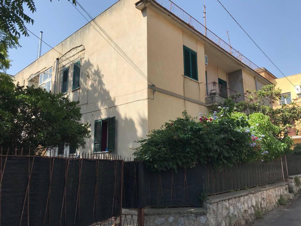 Quadrilocale, Mondello, Palermo, da ristrutturare