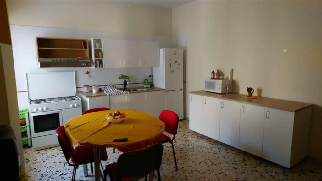 Appartamento in affitto a Palermo, 4 locali, zona Località: CORSO TUKORY, prezzo € 600 | PortaleAgenzieImmobiliari.it