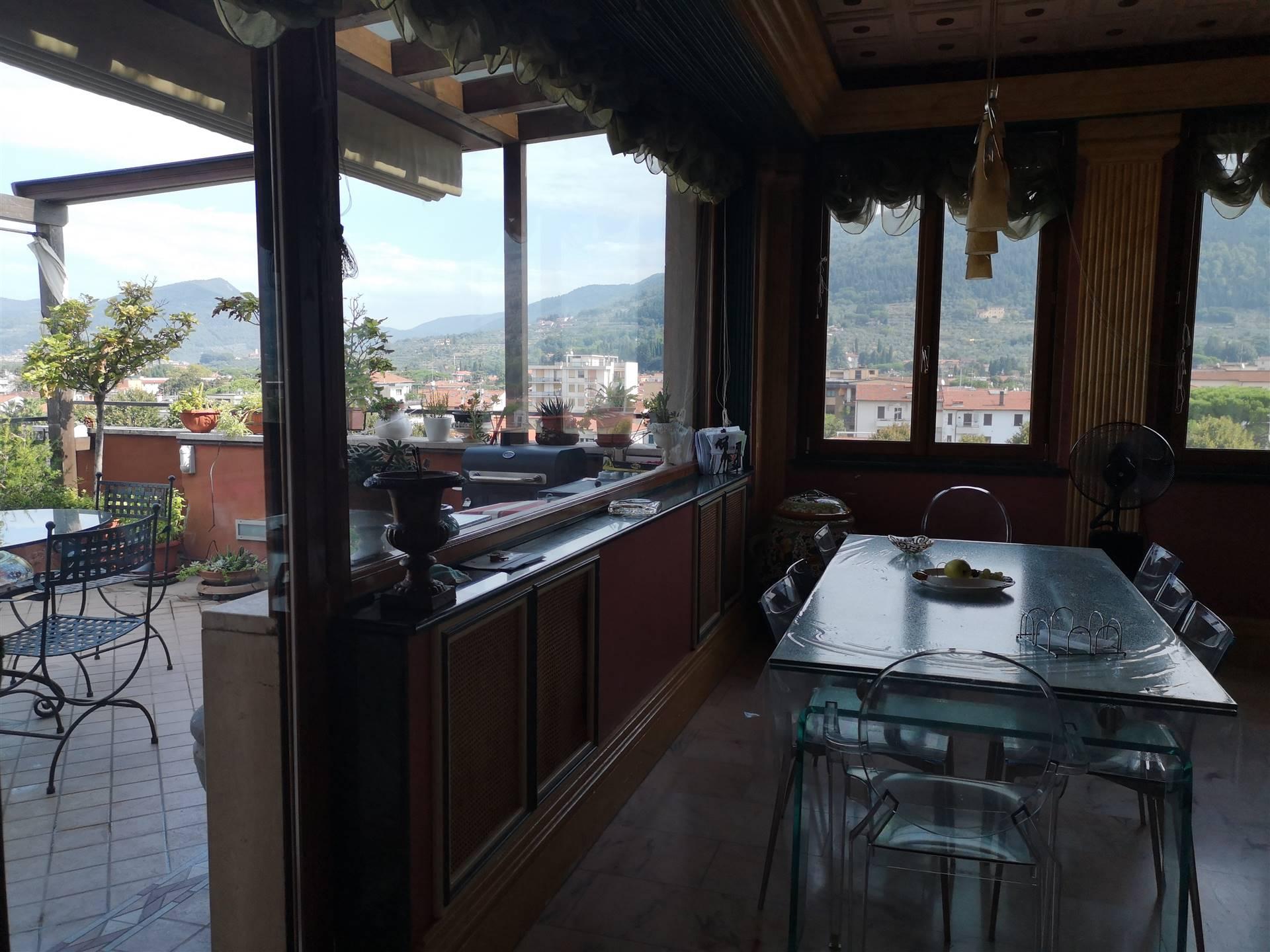 Prato centro: In contesto residenziale di lusso e a due passi dal centro storico della città, vendesi attico posto al 6° piano con ascensore, di