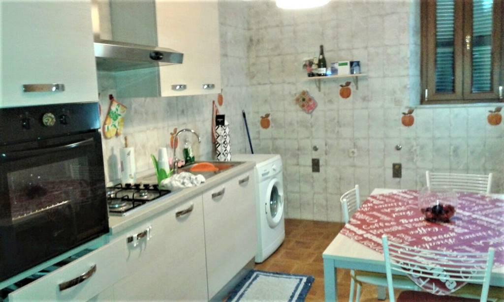 Appartamento in affitto a Tuscania, 4 locali, prezzo € 300 | CambioCasa.it