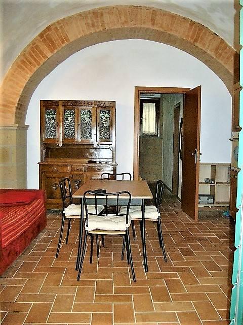 Soluzione Indipendente in affitto a Tuscania, 2 locali, prezzo € 300 | CambioCasa.it