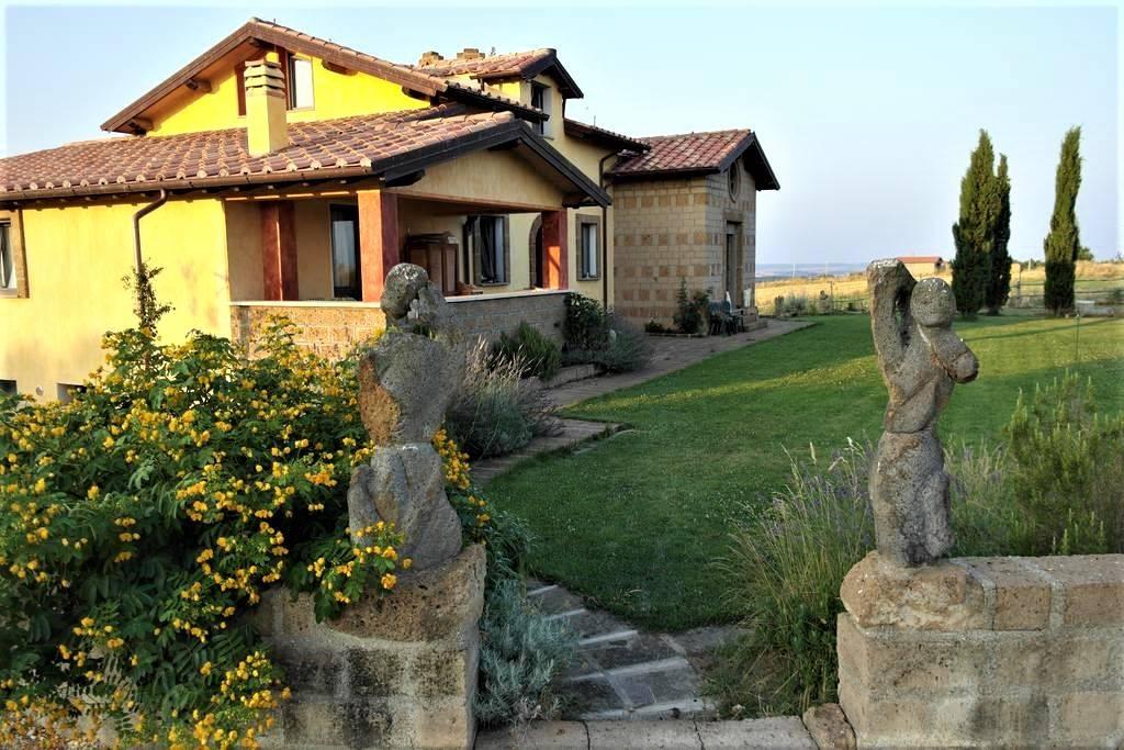 Villa in vendita a Tuscania, 14 locali, prezzo € 560.000   CambioCasa.it