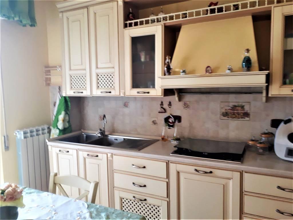 Appartamento in vendita a Tuscania, 5 locali, prezzo € 135.000   CambioCasa.it