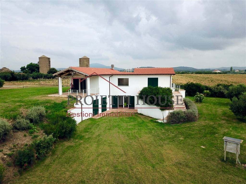 villa in campagna con piscina montalto vende