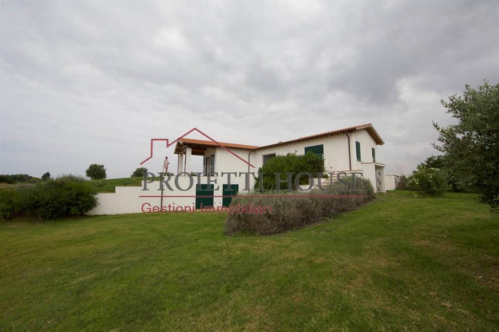 villa in campagna con piscina   capalbio vende