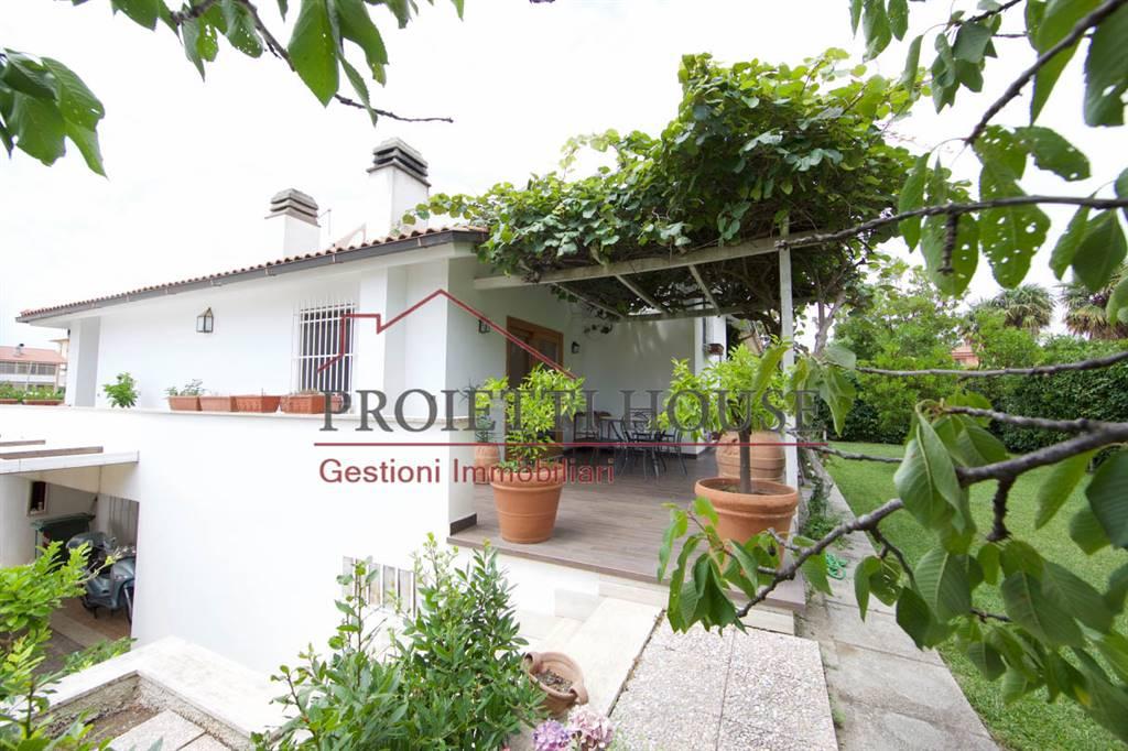 Villa in vendita a Montalto di Castro, 10 locali, prezzo € 495.000 | CambioCasa.it