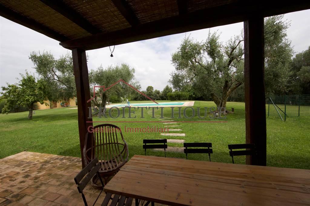 villa con piscina vicino costa selvaggia vende