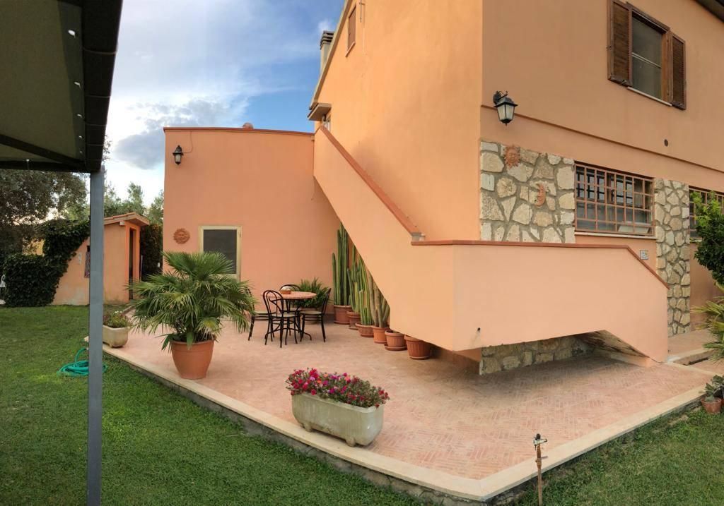 Rustico / Casale in vendita a Montalto di Castro, 8 locali, prezzo € 270.000 | CambioCasa.it