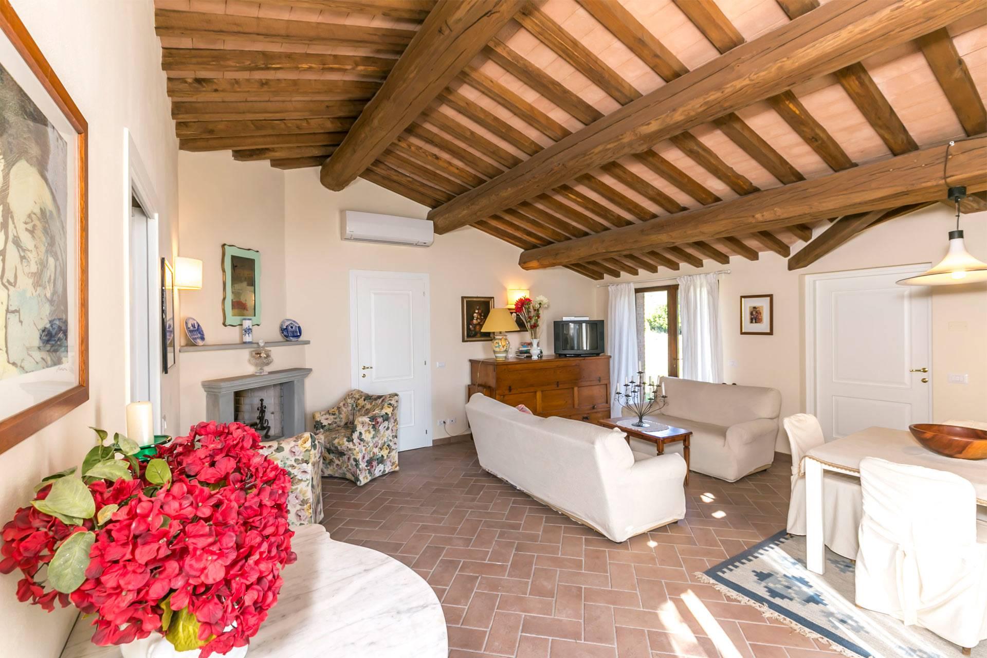 Una splendida proprietà disposta principalmente su un unico piano con grande locale accessorio al piano interrato, con giardino esclusivo e recintato