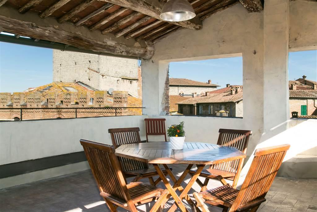 Dimora di pregio nel cuore medioevale di Siena. Una splendida casa nel centro di Siena dove farsi coccolare immersi nella bellezza di una città unica.
