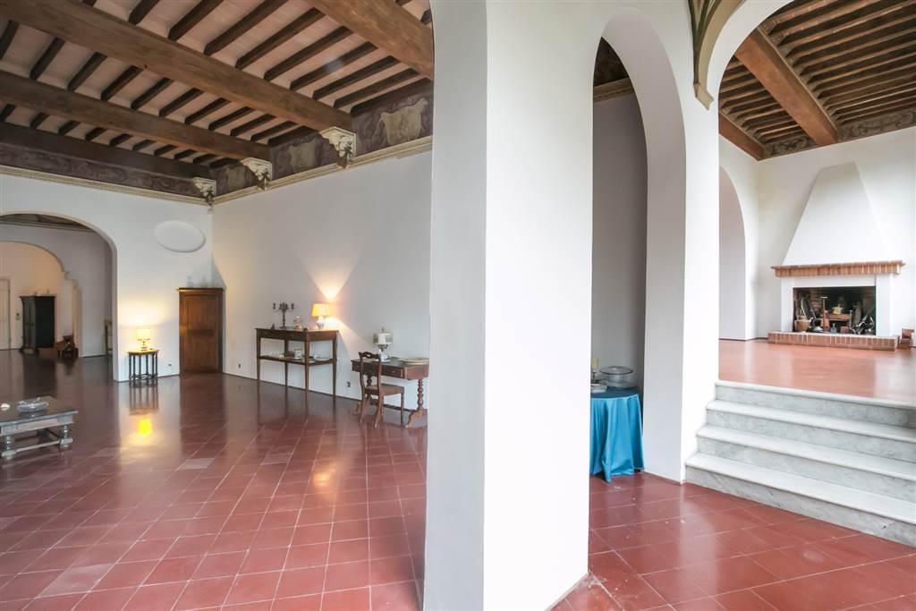 Appartamento di 390 mq in vendita nel centro storico Senese, situato comodamente al piano terra rialzato di un palazzo storico, dove dispone di una