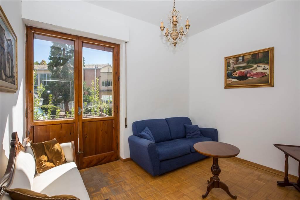 Appartamento in affitto a breve distanza dalle mura. Al momento è adatto alle esigenze abitative di studenti universitari ma si valutano anche altre