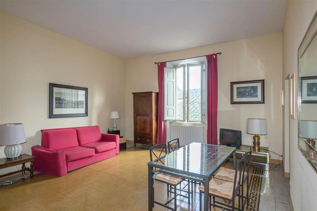 Appartamento in posizione centralissima del centro storico, in palazzo storico servito in parte da ascensore. L'appartamento di mq 80 si trova al 4°