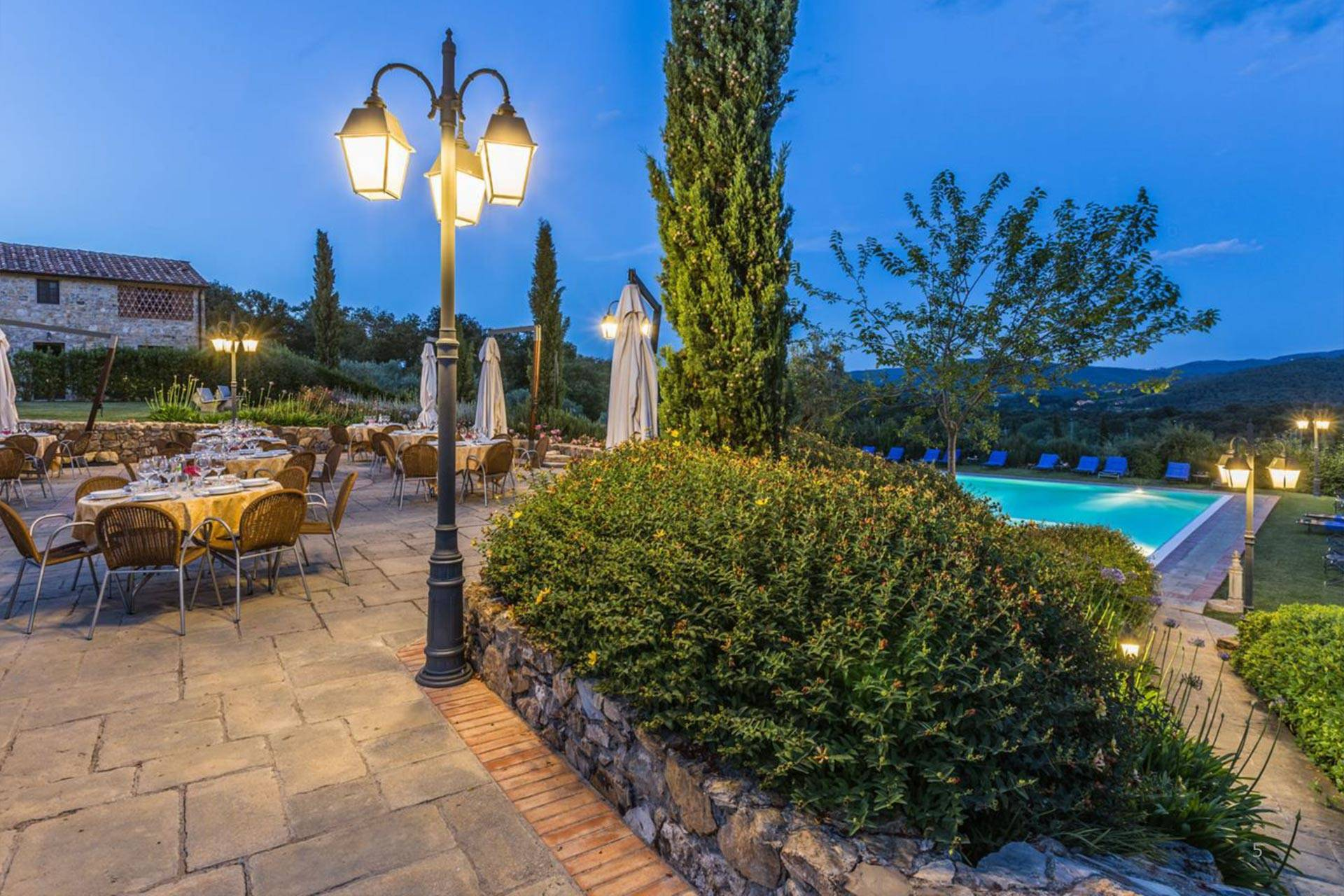 In a magical setting overlooking the valley called Val d'Ambra (Arezzo, Tuscany), we offer a wonderful property consisting of 17 units spread over