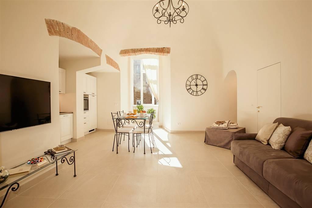 Appartamento di mq 70 finemente e recentemente ristrutturato nell'antica torre di uno storico palazzo del Castellare dei Malavolti. Sarete accolti in