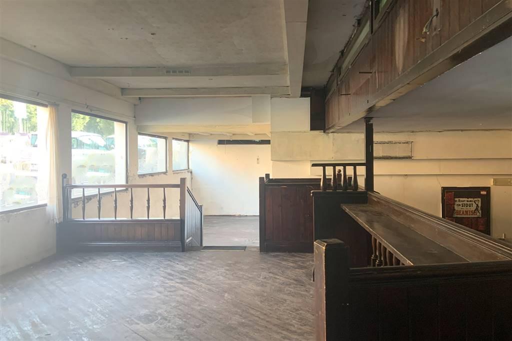 Locale commerciale in vendita di mq 390 in una zona residenziale di Siena limitrofa al centro storico. Il locale è composto principalmente da un