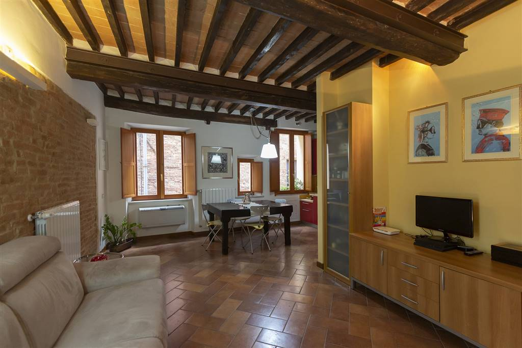 CENTRO - CONTRADA SELVA, SIENA, Apartment for rent of 105 Sq. mt., Excellent Condition, Heating Individual heating system, Energetic class: G, Epi: 175 kwh/m2 year, placed at 3°, composed by: 3 Rooms,