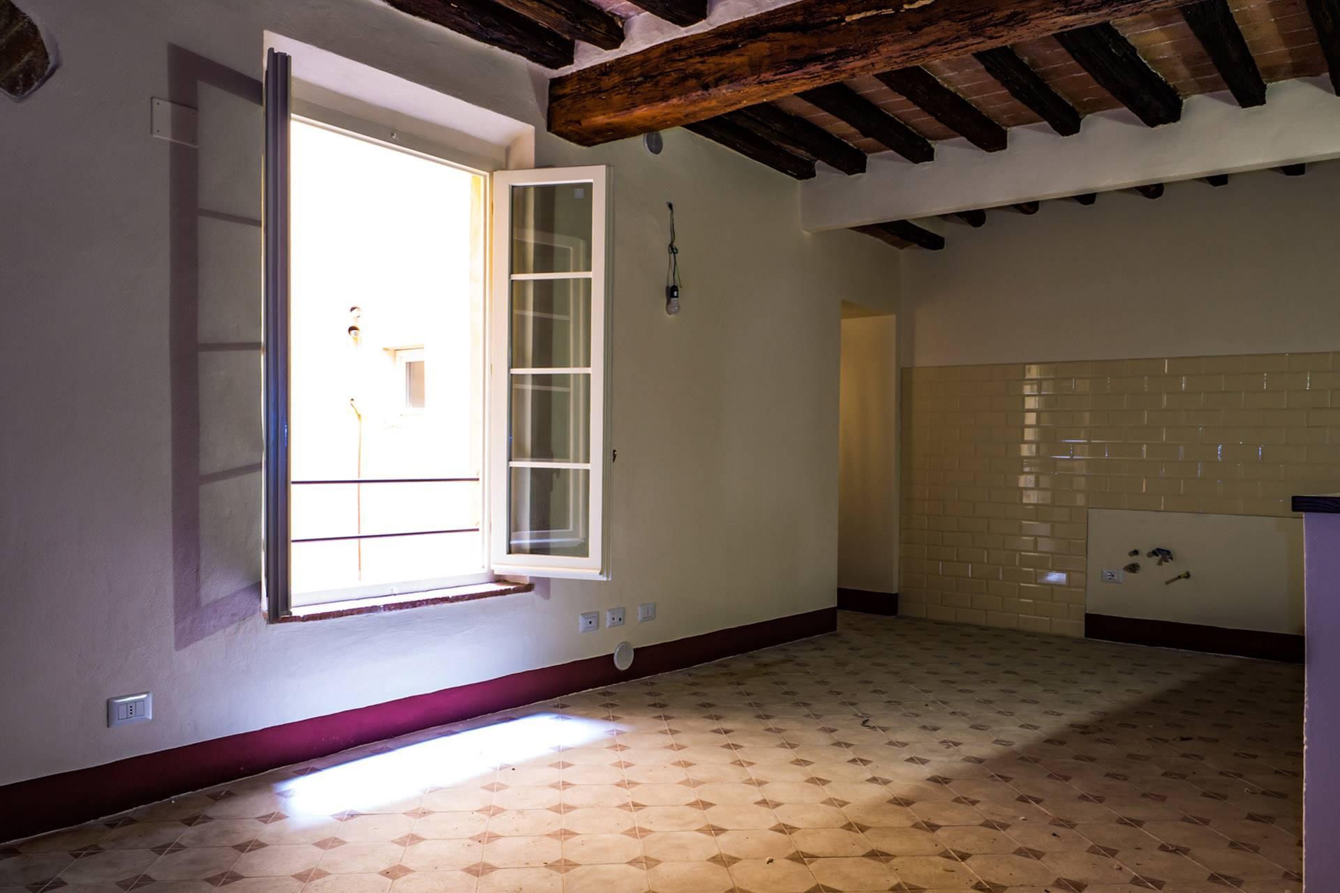 Appartamento posto al 2° piano di un edificio condominiale privo di ascensore, in posizione centrale a breve distanza da Piazza del Campo.