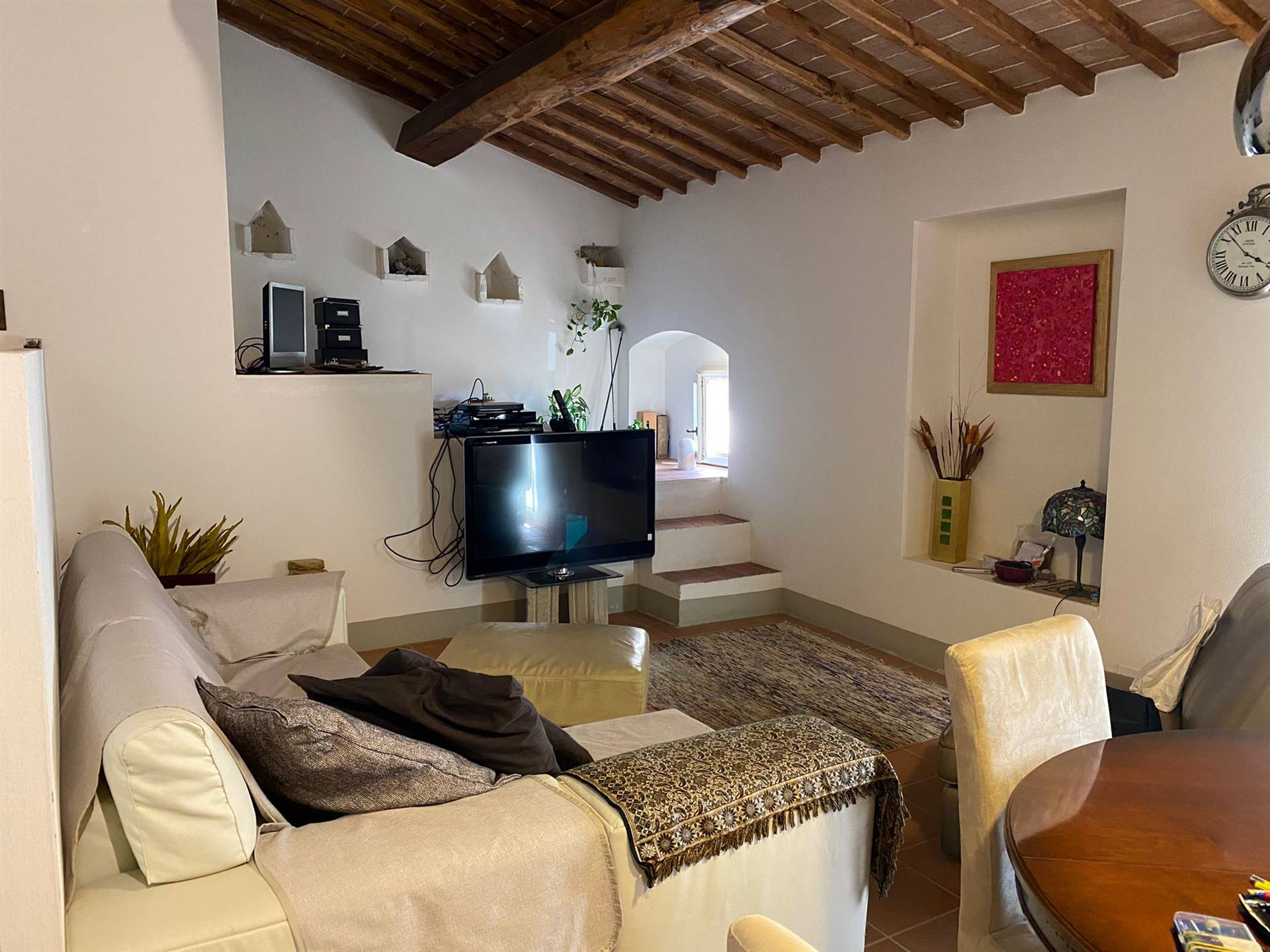 VICO ALTO, SIENA, Apartment for rent of 100 Sq. mt., Restored, Heating Individual heating system, Energetic class: E, placed at 2°, composed by: 4 Rooms, Separate kitchen, , 2 Bedrooms, 2 Bathrooms,