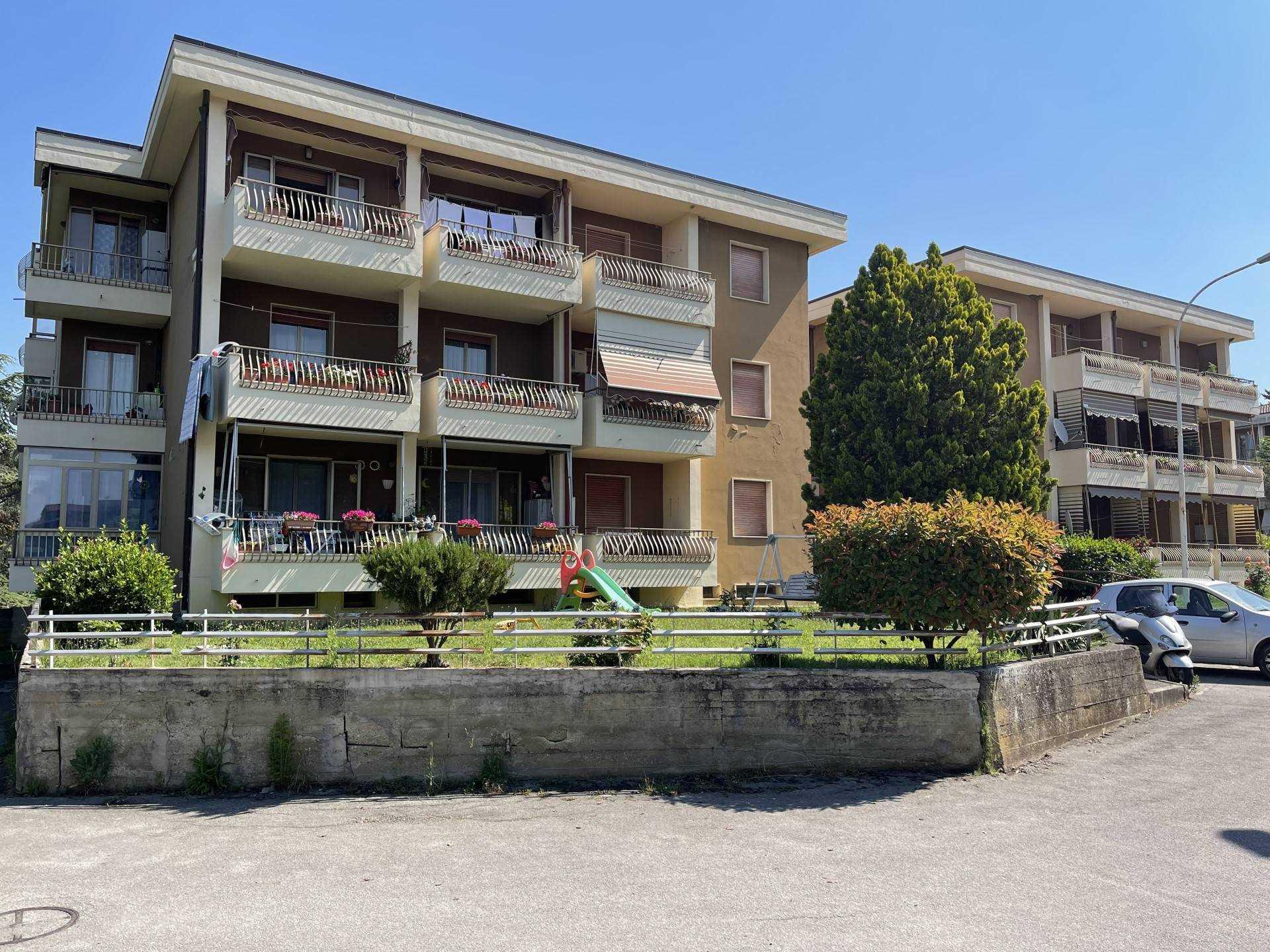Nel contesto residenziale di Monteaperti, al secondo piano di un edificio condominiale in ottimo stato di manutenzione con tetto rifatto nel 2019,