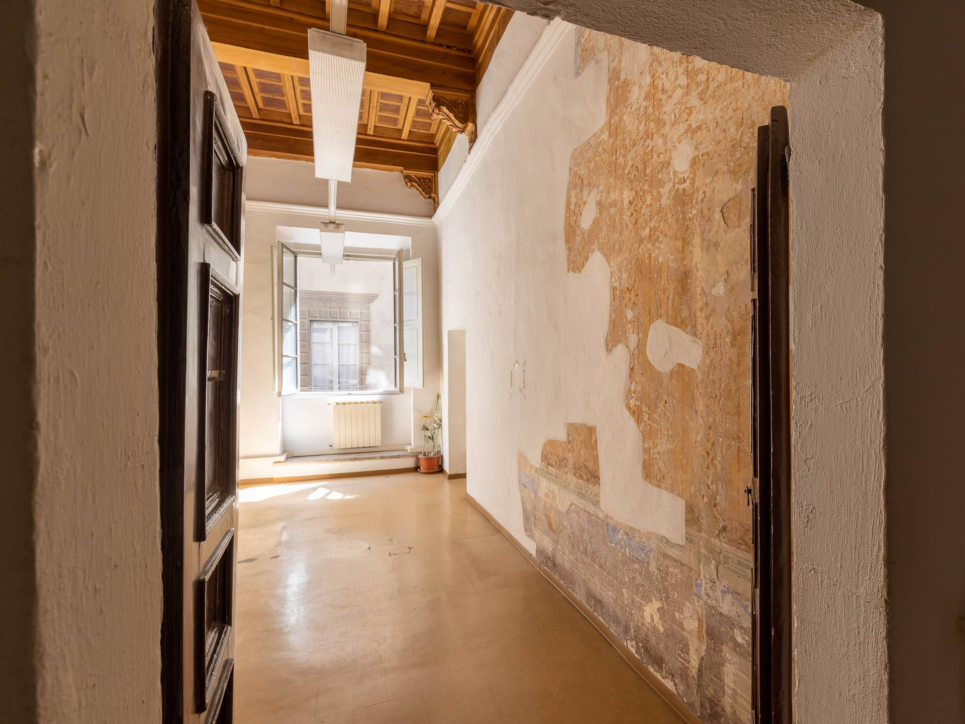 Meraviglioso appartamento con ampi spazi e soffitti alti, nel centro storico di Siena, con ingresso esclusivo da un'elegante corte, attualmente con