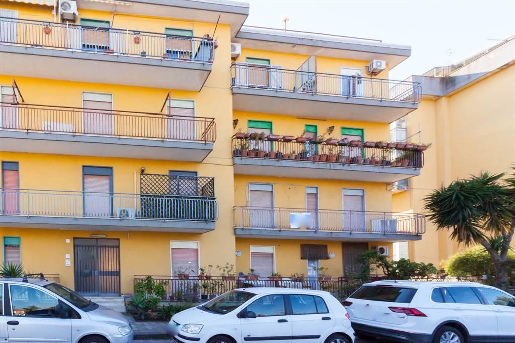 Quadrilocale, San Giovanni La Punta, da ristrutturare
