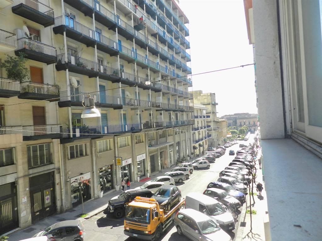 Appartamento in vendita a Acireale, 12 locali, prezzo € 210.000 | PortaleAgenzieImmobiliari.it