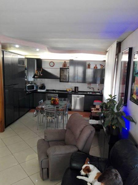 Rif. B60 SANT'ANNA - Appartamento al primo piano ed ultimo in buono stato, posto su una palazzina di sole due unità abitative con ingresso