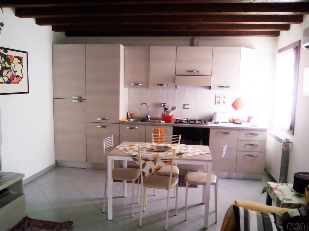 Rif. B61 - SOTTOMARINA Appartamento in duplex di 80 mq. su piccola palazzina di sole tre unità abitative, di recente ristrutturazione nelle vicinanze