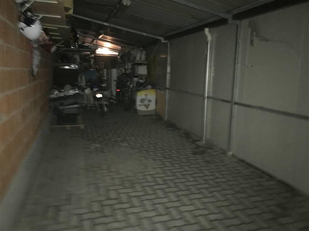 Rif. B63 SOTTOMARINA - Vendesi garage a livello strada di ampie dimensioni, misura 13.80 mt in lunghezza per 3.40 mt di larghezza (47 mq.) Euro 80.000