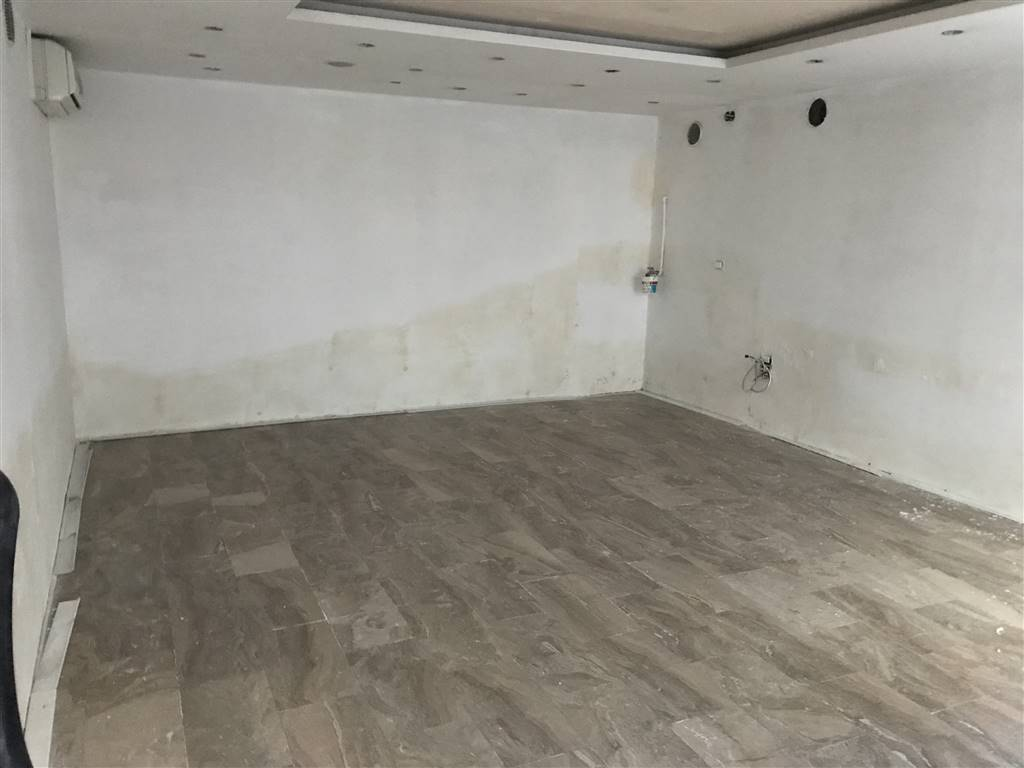 CENTRO, CHIOGGIA, Shop for sale of 25 Sq. mt., Energetic class: G, composed by: 1 Room, Price: € 70,000