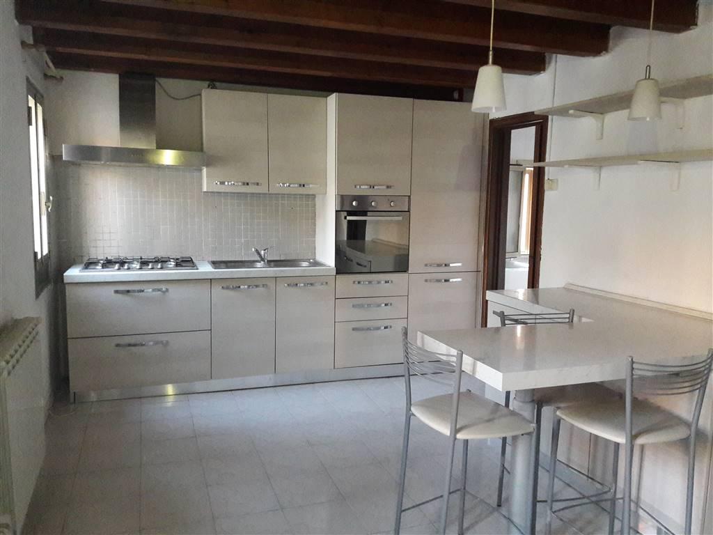 Rif. B71 CHIOGGIA - Appartamento in buone condizioni di 40 mq. posto al terzo ed ultimo primo di una piccola palazzina di sole tre unità abitative,